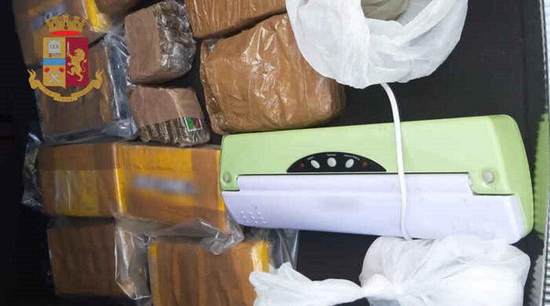 Droga: 10 kg di cocaina e hashish sequestrati in campagna
