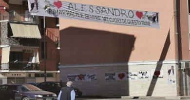 Mafioso suicida in carcere, striscioni a Foggia lo ricordano