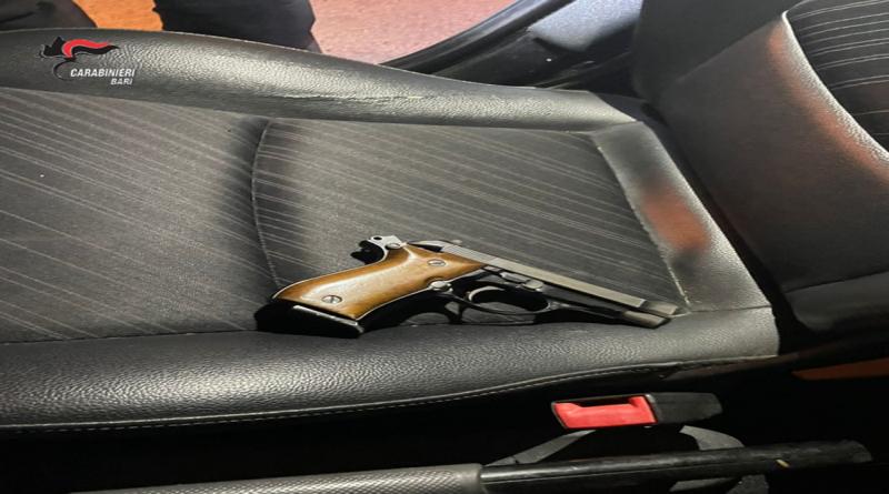 In auto a Palo del Colle con pistola pronta a sparare, due arresti