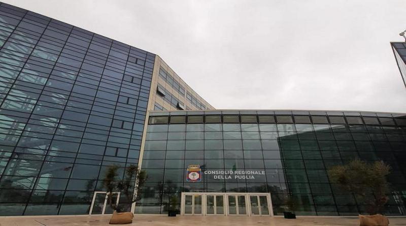 Consiglio Puglia abroga Trattamento fine mandato a unanimità