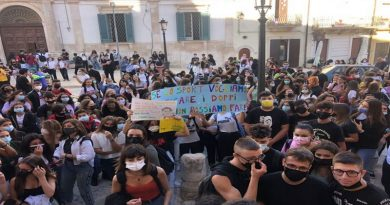 Scuola: protesta studenti del Barese contro doppi turni