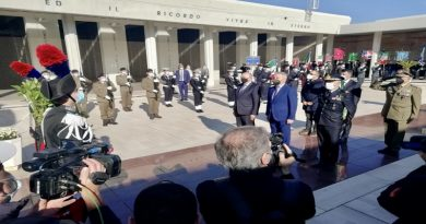 Centenario Milite Ignoto,Guerini a Bari presenta francobollo