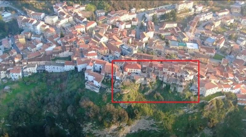 Terremoto '80 a Vietri di Potenza lavori in una parte del centro storico